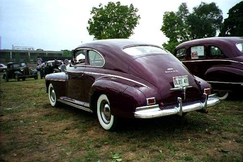 Oldsmobile 76 Deluxe Club Sedan Maroon  Rvl (1941)