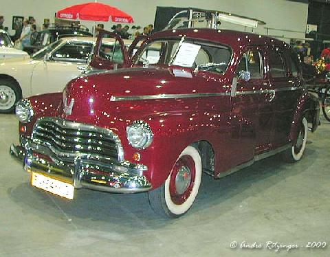 Chevrolet Stylemaster Sedan 1946 Front three quarter view2