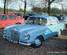 Mercedes 220 SE 1963 Front three quarter view