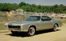 Buick Riviera Hardtop Front View(1967)