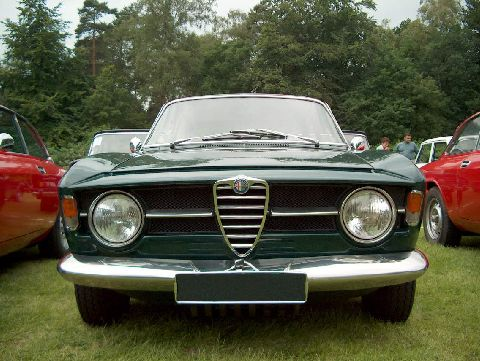 Alfa Romeo GT 1300 Junior (1967).