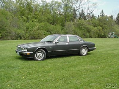 I believe I saw this picture at an online auction.  I owned one identical to this so I saved the picture and watched the bidding... didn't buy it.  I still have a 1993 XJ6, so if you need some profess