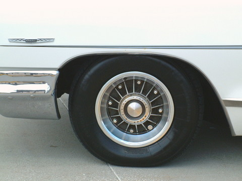 1965 Pontiac Catalina 2-Door Hardtop Aluminum Wheel & Fender Name Badge Detail (2004 WW@WD DCTC) F