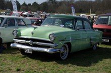 1953 Ford Customline V8 4-door Sedan- ev9b59$p5g$16$8300dec7@news.demon.co.uk