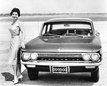 61Oldsmobile-F-85-Sedan(Bw)