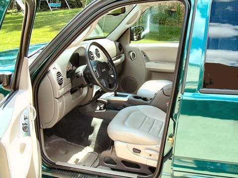 2004 jeep liberty limited interior