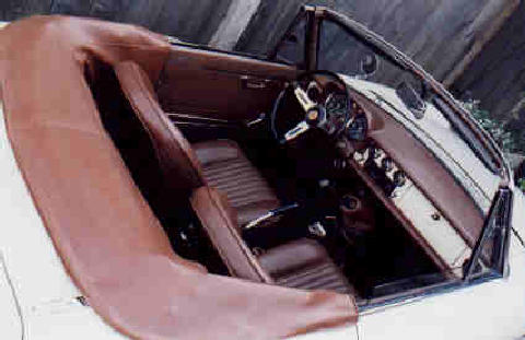 Alfa Romeo Spider Duetto Interior (White bodywork, Brown trim)
