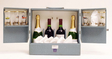 Six Person Race Goers' Champagne Set by Henlys