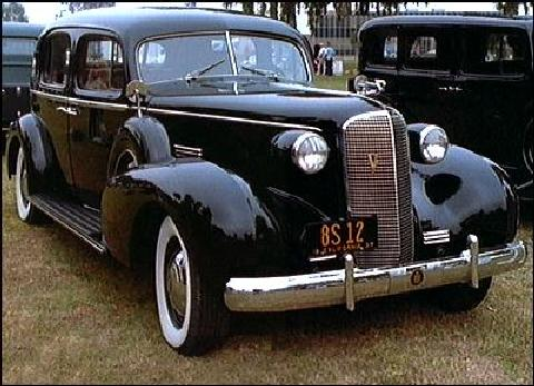 Cadillac Series 85 Fleetwood V12 Front view (1937)