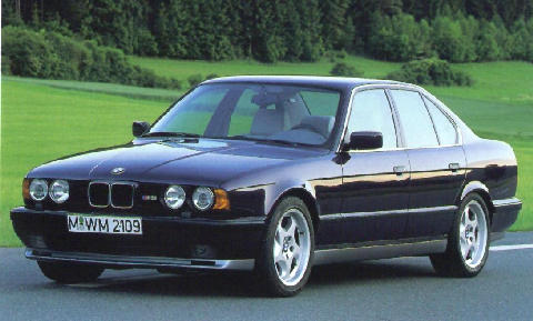 BMW M5 Sedan Side view (1992)