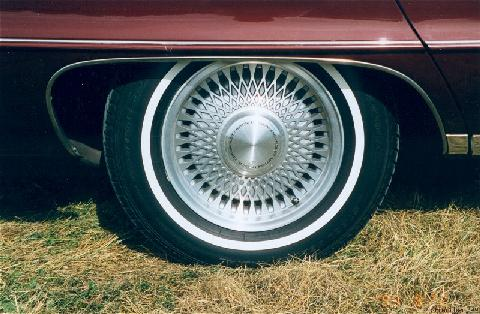 https://motorbase.s3.amazonaws.com/pictures/contributions/991017/std_1991_chevrolet_caprice_classic_sedan,_wheel_arch.jpg