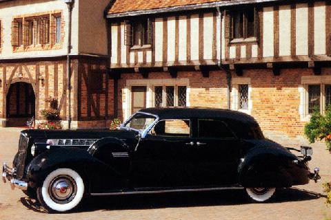 Packard Custom Super Eight 180 Darrin Sport Sedan (1940)