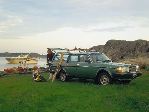 Official photo of a Volvo 265
