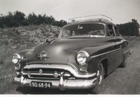 This is the Olds Super 88 that my dad had untill 1955. This picture was taken in 1954 when our family went on a holiday trip near the Dutch seaside. I'm behind the wheel, but being only 4 years of age