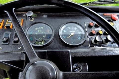 fs_1979_volvo_c202_laplander_grey_dashboard.jpg