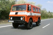 1979 Volvo C202 Laplander orange front left view