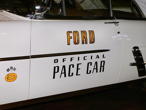1953 ford sunliner convertible indy 500 pace car door detail white h ford museum cl picture. Black Bedroom Furniture Sets. Home Design Ideas