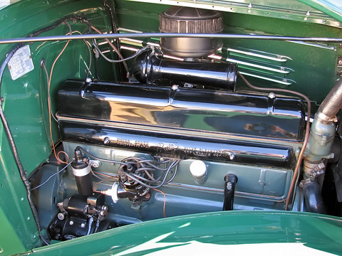 1935-Buick-model-40-4Dr-engine