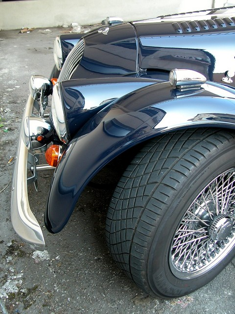 200x Morgan+8 left front nose and wheel 2