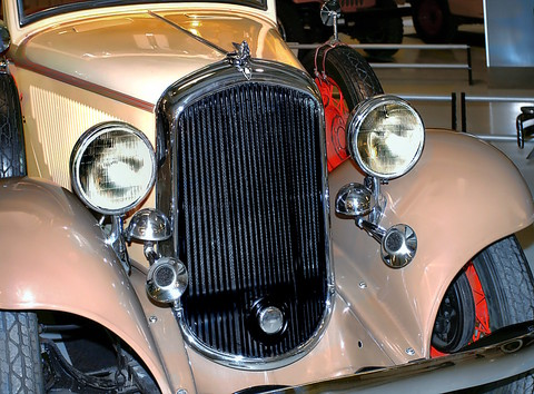 1932 Plymouth PB 2-Door Convertible Sedan Radiator, Dual Horns, Mascot Biscay Sand & Tuscan Tan Garage (WPC Museum) CL
